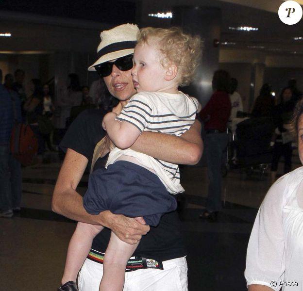 Minnie Driver à l'aéroport de Los Angeles, le 14 avril 2011.