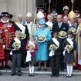La reine Elizabeth II célébrait le jeudi 21 avril son 85e anniversaire. La date coïncidant de manière inédite avec le jeudi saint, elle s'est rendue à l'abbaye de Westminster, où elle se maria en 1947, et où le prince William épousera Kate Middleton huit jours plus tard.