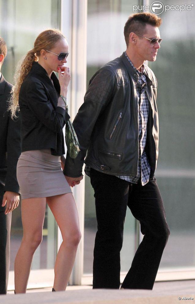 Jim Carrey, sa copine et sa coupe Mohawk le 20 avril dans les rues de New York.