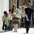 Angelina Jolie, Brad Pitt et leurs six enfants : Maddox, Pax, Zahara, Shiloh, Vivienne et Knox, à la Nouvelle Orléans le 20 mars 2011