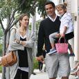 Jessica Alba, Cash Warren et leur petite Honor à Beverly Hills, le 7 mai 2011