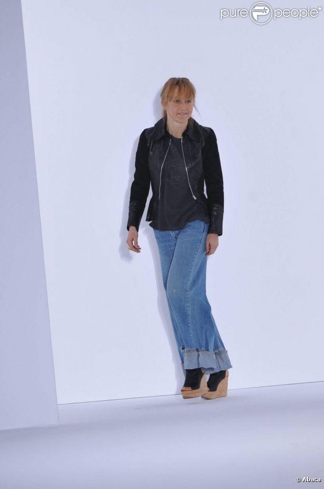 Hannah MacGibbon s'est consacrée pendant dix ans à la maison française. Aujourd'hui, elle quitte la directrice artistique de Chloé. Paris, 7 mars 2011