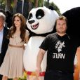 Dustin Hoffman, la superbe Angelina Jolie et Jack Black à l'occasion du photocall de  Kung Fu Panda 2 , dans le cadre du 64e Festival de Cannes, le 12 mai 2011.