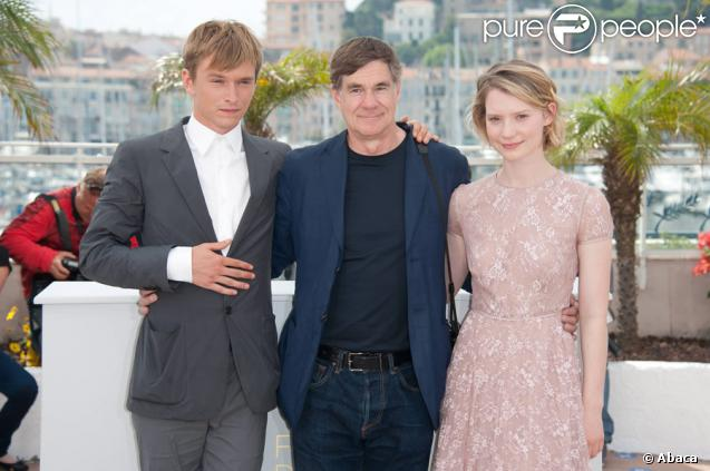 Henry Hopper, Gus Van Sant et Mia Wasikowska lors du photocall du film Restless le 13 mai 2011 au festival de Cannes