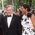 Robert de Niro, président du jury, et son épouse Grace lors de la montée des marches du 64e festival de Cannes, à l'occasion de la projection du film Pirates des Caraïbes, la Fontaine de Jouvence.