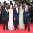 Mahamat-Saleh Haroun, Linn Ullmann, Jude Law, Nansun Shi et Olivier Assayas lors de la montée des marches du 64e festival de Cannes, à l'occasion de la projection du film Pirates des Caraïbes, la Fontaine de Jouvence.