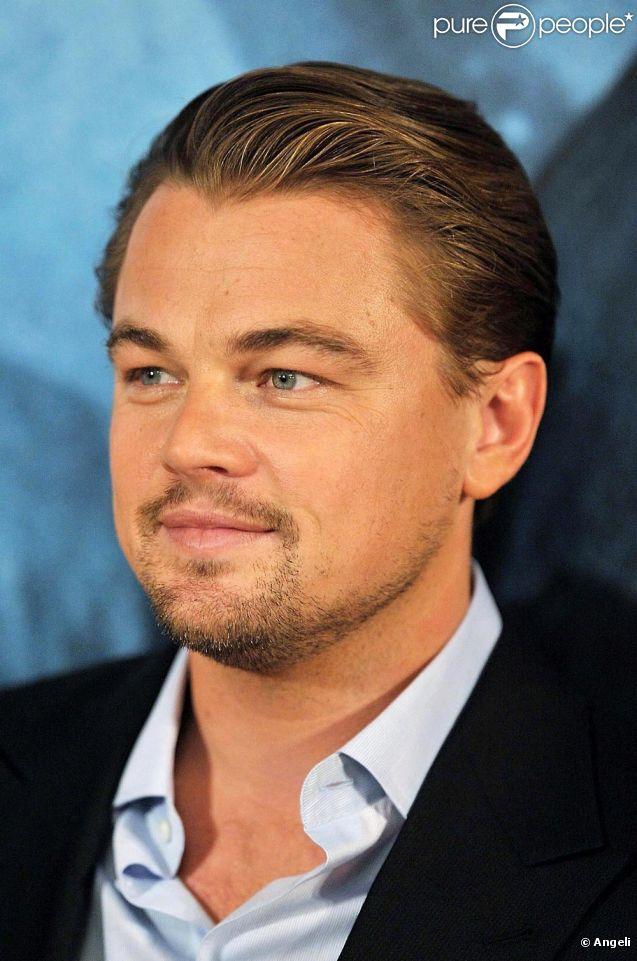 Leonardo DiCaprio faisait la fête en célibataire au VIP Room de Cannes hier soir le 14 mai 2011.