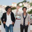 lors du photocall du film Les Hommes libres le 19 mai 2011 à Cannes