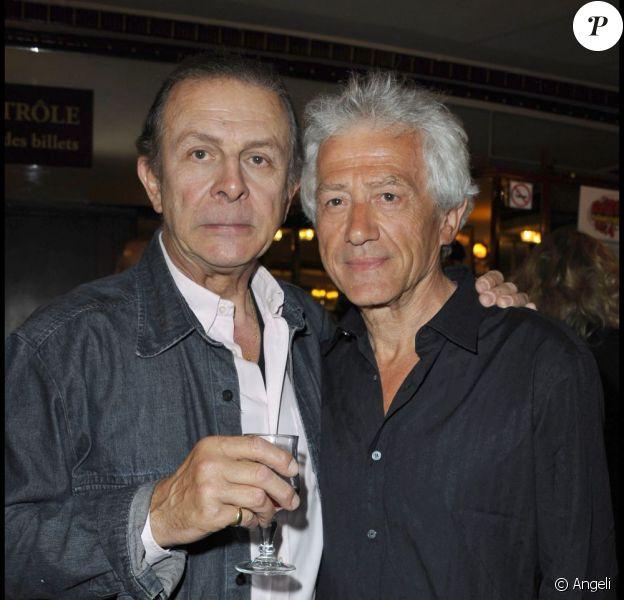 Roland Giraud et Jean-Luc Moreau lors de la 250e représentation de la pièce Le Technicien, au théâtre du Palais-Royal, à Paris, le 18 mai 2011.