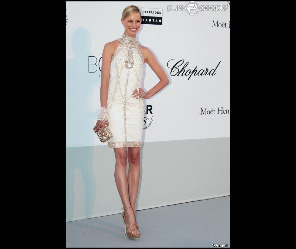 Karolina Kurkova Est Sublime Dans Sa Robe Chanel Pour La Soiree De L Amfar Organisee A L Eden Roc Le 19 Mai 2011 Purepeople