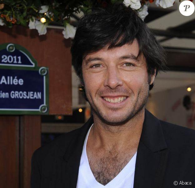 A 33 ans, Sébastien Grosjean entame sa seconde carrière, avec beaucoup d'envie et de fraîcheur. Le 22 mai 2011, en ouverture de Roland-Garros, il inaugurait au côté de Jean Gachassin l'allée à son nom, dans le Village.