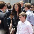 Victoria Beckham lors de l'hommage sur le Walk of Fame à Hollywood de Simon Fuller le 23 mai 2011, avec son fils aîné Brooklyn