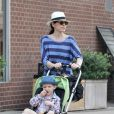 Julianna Margulies et son fils Kerian à New York, le 26 mai 2011.