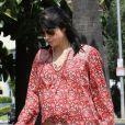 Enceinte et lookée, l'actrice Selma Blair se promène dans les rues de Los Angeles, le 25 mai 2011.
