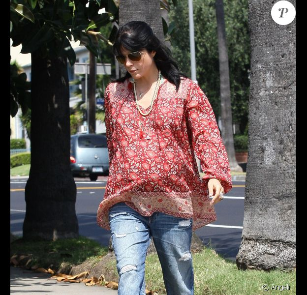Selma Blair se promène dans les rues de Los Angeles, le 25 mai 2011.