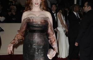 Christina Hendricks, tellement pulpeuse, affiche encore sa poitrine sexy !