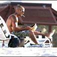 Shemar Moore était photographié se rendant sur une plage de Floride en compagnie de sa petite amie, samedi 21 mai.