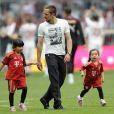 Franck Ribéry et ses deux filles Hiziya et Shahinez le 16 mai 2011 à Munich
