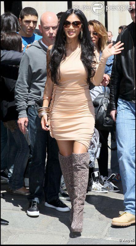 Nicole Scherzinger est accueillie par ses fans devant son hôtel à Paris, le 31 mai 2011