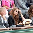 Patrick Poivre d'Arvor et Anouchka Delon lors du tournoi de Roland-Garros, le 31 mai 2011.