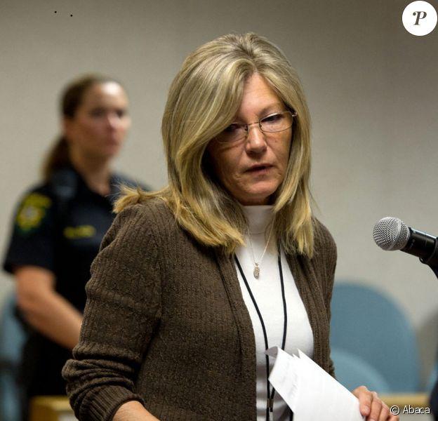 La mère de Jaycee Dugard, lisant une lettre de sa fille adressée à ses bourreaux Phillip et Nancy Garrido, devant la cour supérieur d'El Dorado (Californie) le 2 juin 2011