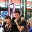 Nick Carter et Joey McIntyre des NKOTBSB au  Today Show , en direct du Rockefeller Center, à New York, le 3 juin 2011.