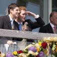 Le prince Harry et le duc d'Edinbourg au Derby d'Epsom, le 4 juin 2011.