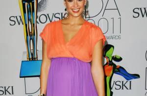 Jessica Alba lumineuse et tout en rondeurs pour une soirée tendance !