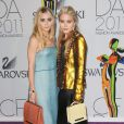Ashley et Mary-Kate Olsen lors des Council of Fashion Designers of America le 6 juin 2011 à New York