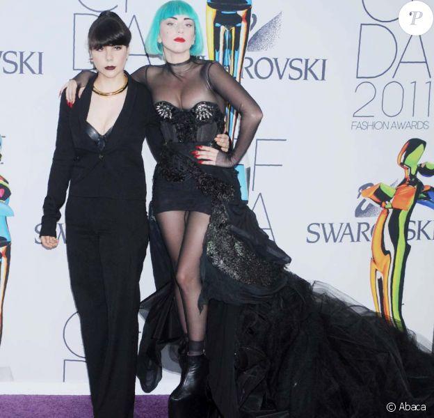 Lady Gaga et sa soeur Natali au Council of Fashion Designers of America, à New York, le 6 juin 2011.