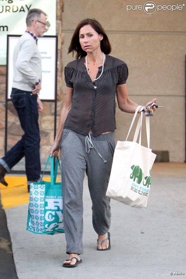 Minnie Driver commet un véritbale fashion faux-pas alors qu'elle fait ses courses dans un supermarché à Los Angeles, le 7 juin 2011