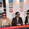 Jared Leto et son groupe  30 Seconds to Mars  en pleine séance de dédicace à Paris, le 7 juin 2011.