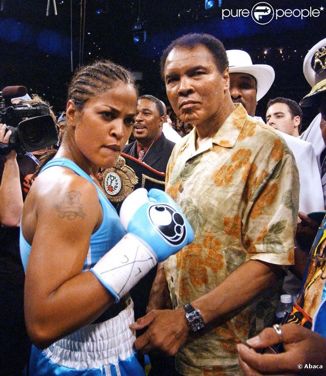 Laila Ali et son p  232 re  le c  233 l  232 bre boxer Mohamed en juin 2005 Laila Ali Son