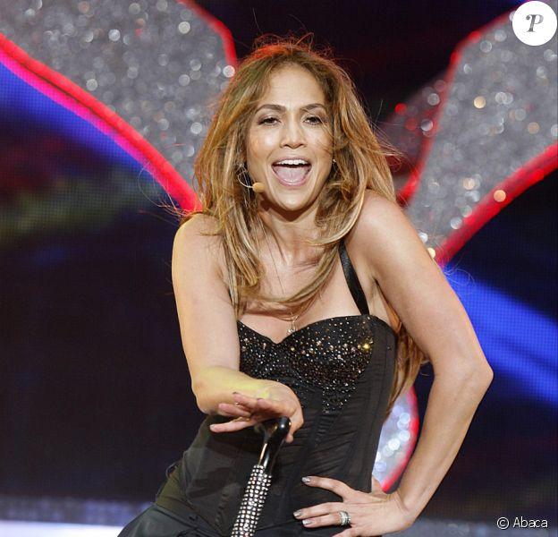 Jennifer Lopez en plein show pour le Summertime Ball de Capital FM à Londres le 12 juin 2011