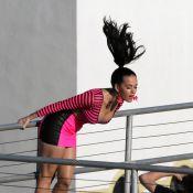 Katy Perry, ultra décolletée et déjantée, pendant que son Russell est avec maman