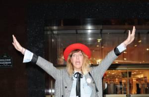 Daphné Bürki : la fashionista enflamme Paris avec sa bonne humeur et son look