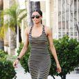 Ciara nous fait rêver avec sa robe moulante extra longue et rayée... La ravissante brune est totalement dans l'air du temps. Elle mérite bien un grand bravo pour ce look fashion ! Los Angeles, 22 juin 2011