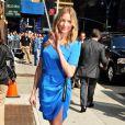 En pleine tournée mondiale pour son film Bad Teacher, Cameron Diaz éblouit avec ses looks sexy. Cette fois, elle porte à merveille une robe courte bleu électrique qui dévoile ses jambes de rêve. Quelle fashionista ! New York, 20 juin 2011