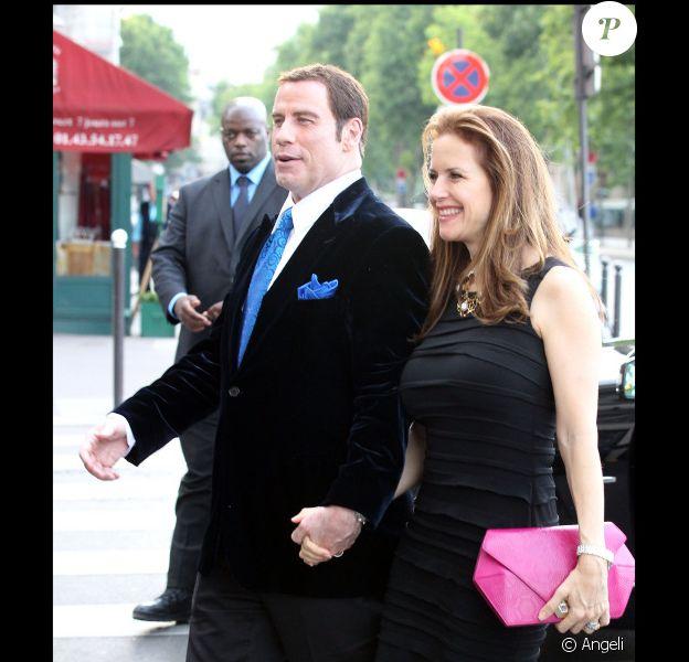 John Travolta et sa femme Kelly Preston, très amoureux, vont dîner au restaurant La Tour d'argent à Paris le 21 juin 2011