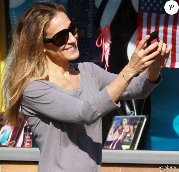Sarah Jessica Parker ne quitte plus son nouveau chouchou, un bracelet signé Redline.