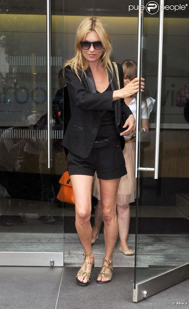 Kate Moss en plein shopping à Londres le 27 juin 2011