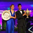 Novak Djokovic et Petra Kvitova reçoivent leur trophée. Ils ont remporté le tournoi de Wimbledon. Le 3 juillet 2011