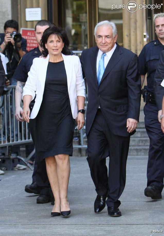 Dominique Strauss-Kahn et Anne Sinclair à la sortie du tribunal le 2 juillet 2011.