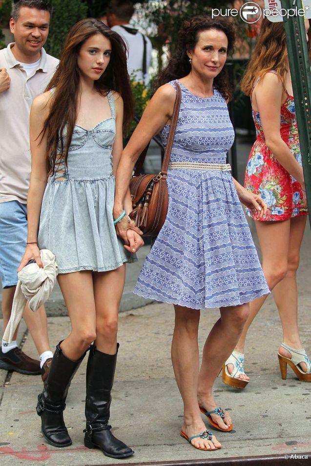 Andie MacDowell et ses filles dans les rues de New York le 25 juin 2011