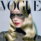 Claudia Schiffer : Femme fatale loin d'être à la retraite