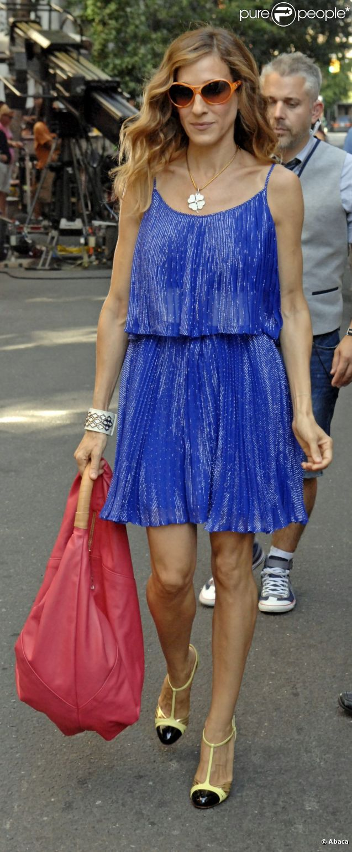 Sarah Jessica Parker dans une robe Halston Heritage sur le tournage de Sex and the City 2