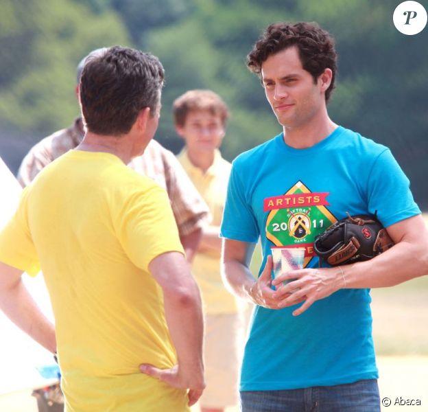 Penn Badgley (Dan Humprhey), sur le tournage de la série Gossip Girl. A Brooklyn, le 19 juillet 2011