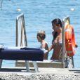 Helena Christensen et son fils Mingus, avec des proches, à Ischia en Italie le 13 juillet 2011