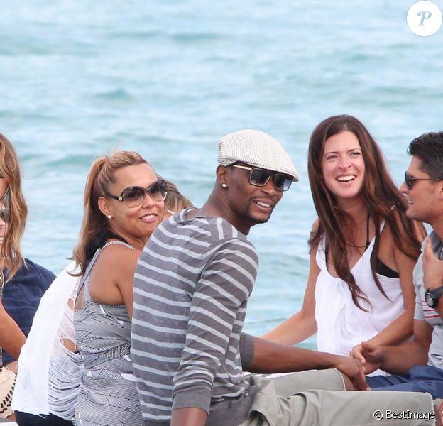 Chris Bosh, star de la NBA avec le Miami Heat, était le 26 juillet 2011 à Saint-Tropez avec sa compagne Adrienne et des amis. Ils ont profité du fameux Club 55 et de la plage de Pampelonne.
