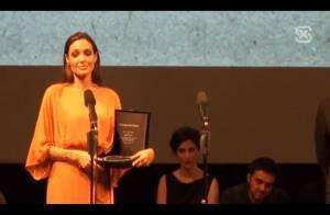 Angelina Jolie très émue d'être honorée à Sarajevo, sous les yeux de Brad Pitt